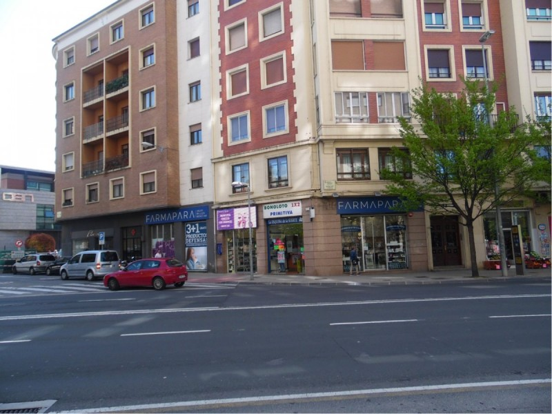 EXCLUSIVO LOCAL COMERCIAL JUNTO A PLAZA MERINDADES